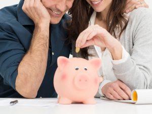 中高年の婚活で食面する結婚後の生活費の問題