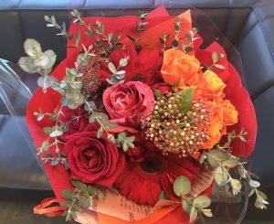 福岡市警固にある花屋アンパスで購入。結婚相談所マゼンダ ではご成婚が決まったら女性のイメージに合わせてブーケをプレゼントします
